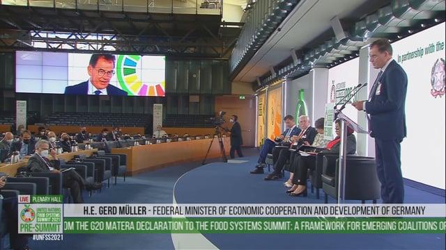 Gerd Muller, Plenary Hall